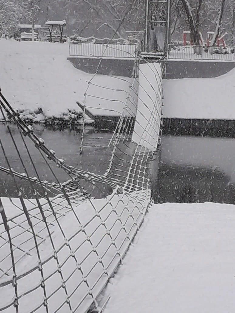 Под Белгородом мост ушел под воду спустя месяц после ремонта (ФОТО)