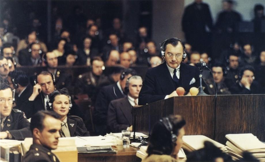 «Это сукин сын, но это свой сукин сын»: почему многим нацистским бонзам удалось избежать наказания?