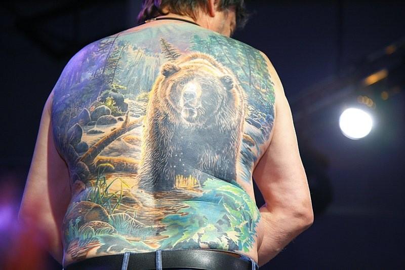 «Люди приходят татуироваться до 80 лет»: как бывший военный офицер стал тату-мастером?