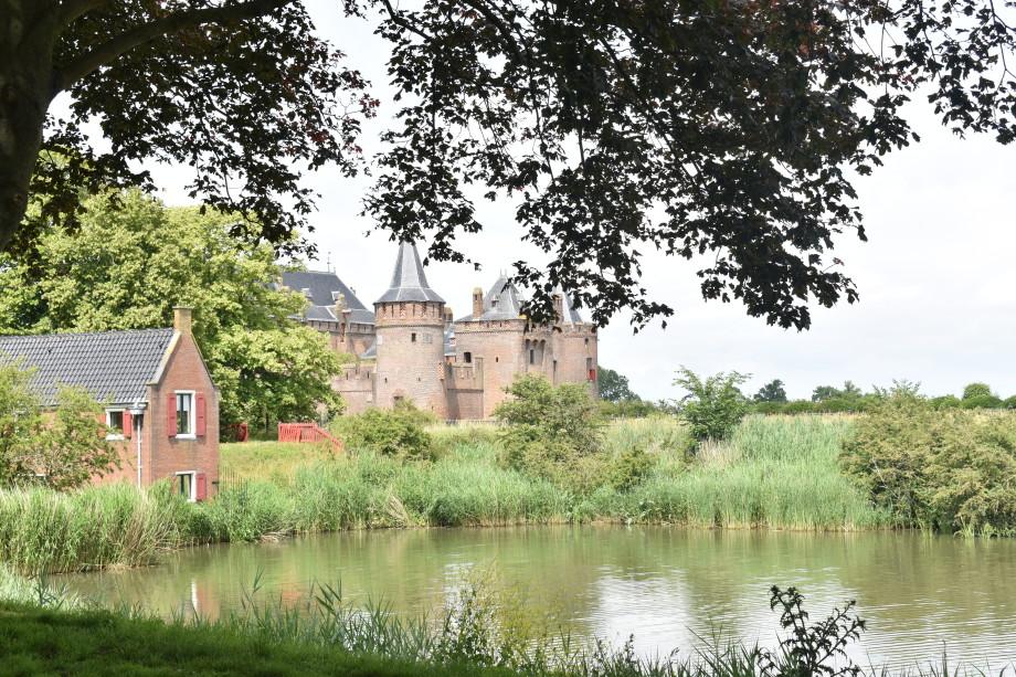 Странные и жуткие средневековые традиции: что скрывает Мейдерслот – один из самых красивых замков в Европе?