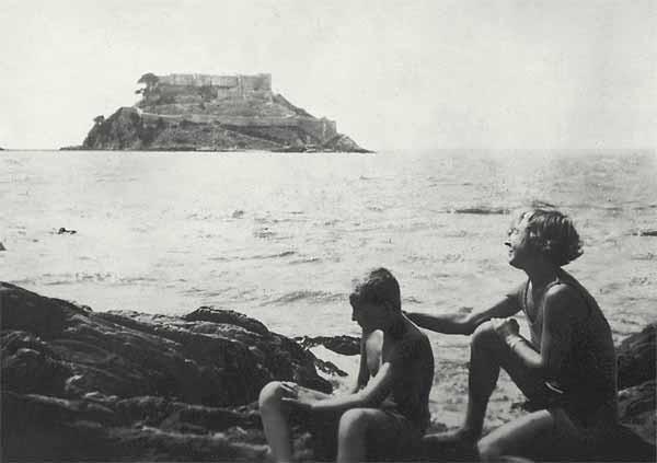 Гении в трико: как выглядели на пляже Есенин, Набоков и Цветаева?