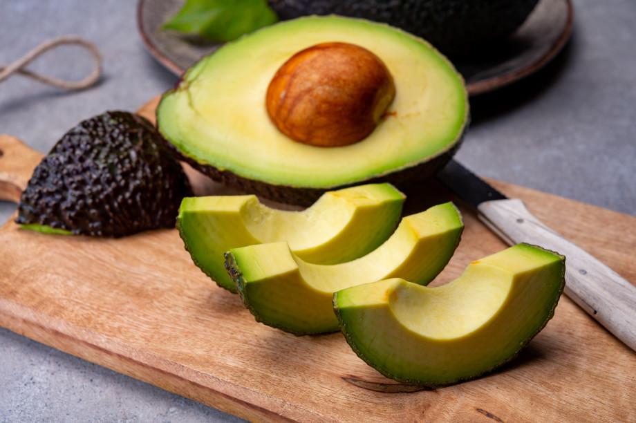 Диетологи рассказали, сколько авокадо можно съедать в день и всем ли полезен этот фрукт
