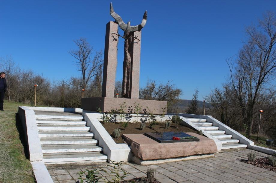 В Крыму разбили Сад памяти, посвященный жертвам концлагеря «Толле» (ФОТО)