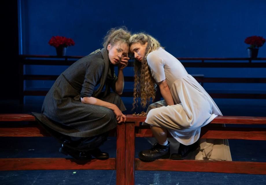 «Дурочка» в Театре Вахтангова: что такое любовь и к чему приводит ревность?
