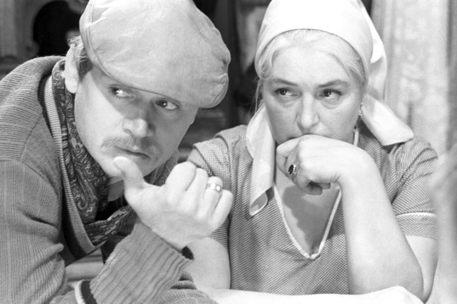 Соседство с Есениным, съемки 18+ и первая любовь в драмкружке: творческий путь Сергея Никоненко
