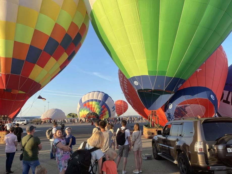 В Нижнем Новгороде стартовал фестиваль тепловых аэростатов «Приволжская фиеста»