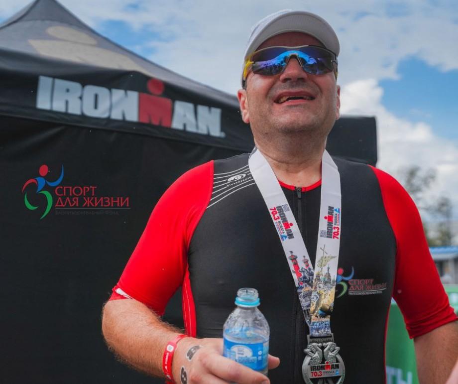 «Все участники марафона обняли меня, чтобы я смог понять, как много вокруг людей». Как устроена жизнь слепых спортсменов в России?