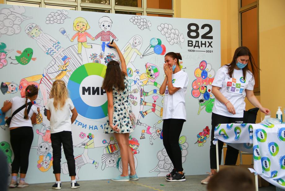 Викторины от «МИРа», дискотека и выставки: ВДНХ отмечает день рождения