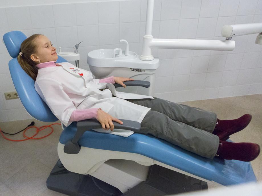 «Пациентка принесла большой бриллиант и попросила из него вырезать ей зуб»: байки и секреты стоматологов
