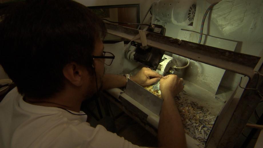 Пазл для вечности: как таджикский художник-мозаичист создает картины из камней