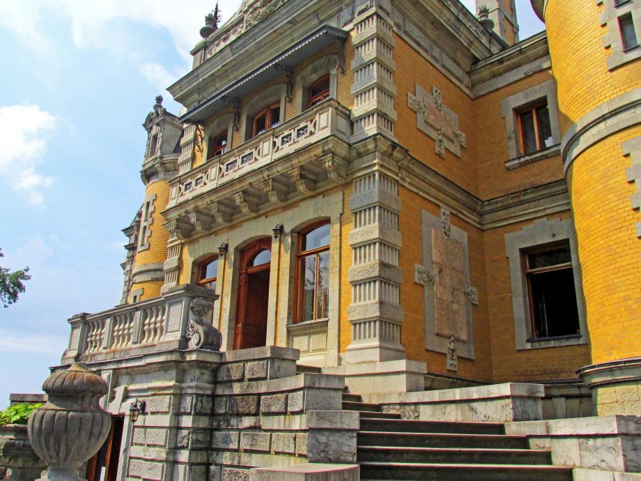 Тайны крымских дворцов: мистические послания, сатанинские символы и странные обряды