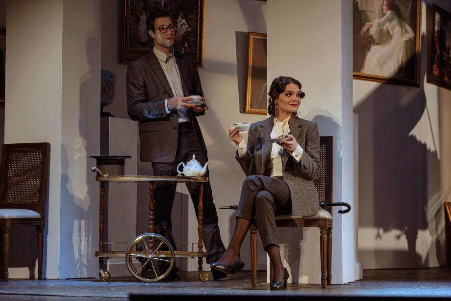«В важных вопросах главное не искренность, а стиль»: в театре Маяковского премьера спектакля «Как важно быть серьезным»
