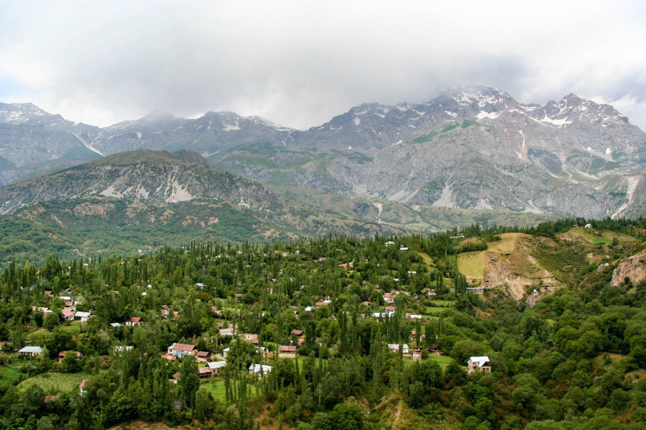 Джалал-Абад: реликтовые ореховые леса и древние усыпальницы, минеральные источники и водопады