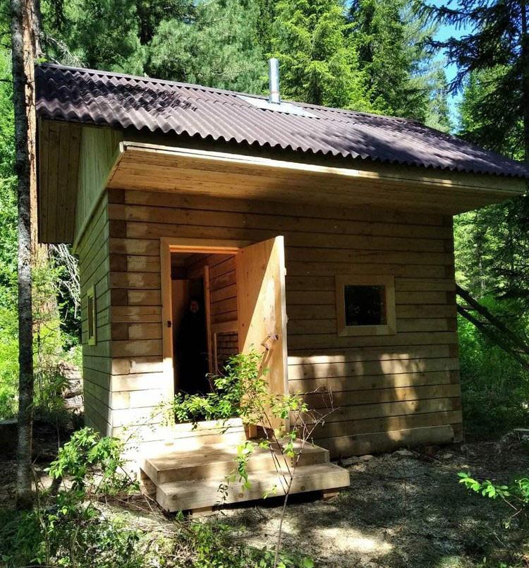Отшельнице Агафье Лыковой построили новую баню (ФОТО)