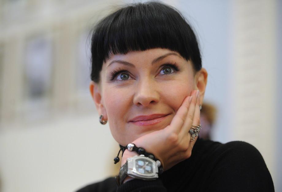 «Я никогда не боялась себя изуродовать»: как Нонна Гришаева пришла в пародию и почему долго не могла доверять мужчинам?