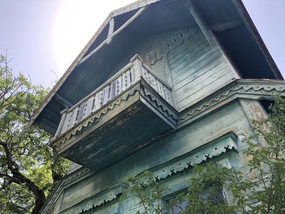 Высокие потолки и толстые стены: прогулка по бывшей даче Лаврентия Берии в Грузии