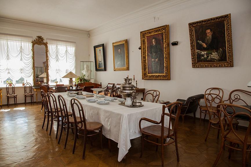 «В этих зеркалах отражался и Лев Толстой, и его предки»: музей-усадьба «Ясная Поляна» празднует свое 100-летие