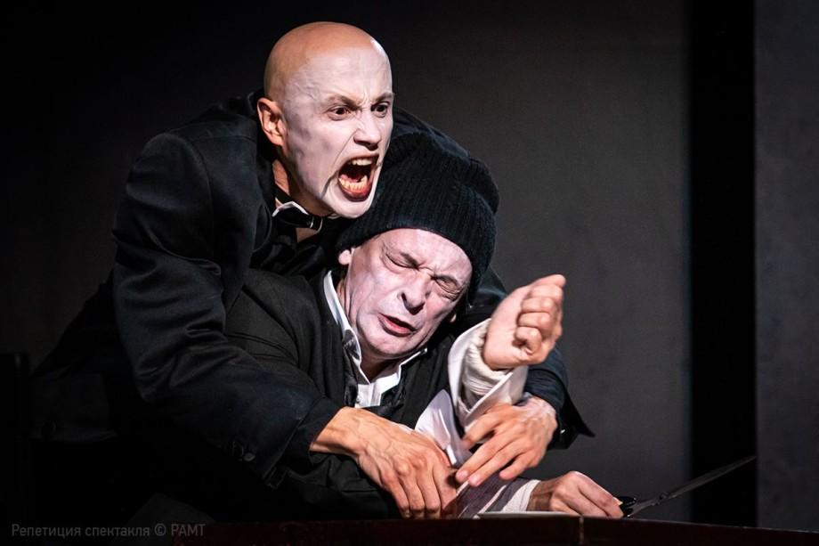 «Жизнь – это борьба»: Юрий Бутусов поставил на сцене РАМТа пьесу «Сын»