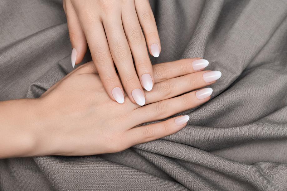 «Это может стать причиной полной потери ногтя»: вреден ли гель-лак и чего надо опасаться на самом деле?
