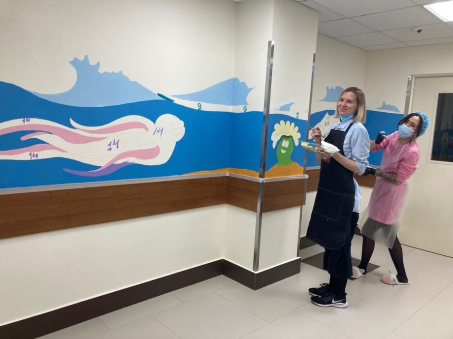 «Разве мой страх стоит сотен детских улыбок?»: как волонтеры расписывают стены в отделениях детской онкологии