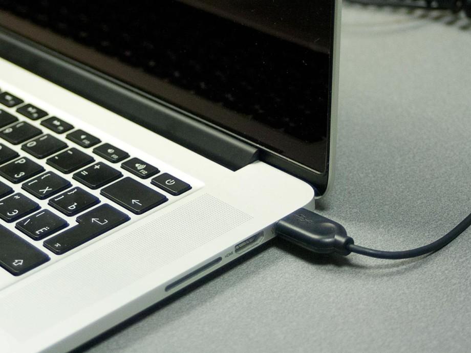 БАДы не помогут: эксперты рассказали, как спасти зрение при работе за компьютером