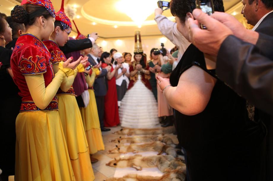 Саукеле для дочери: как головной убор мог защитить казахскую невесту