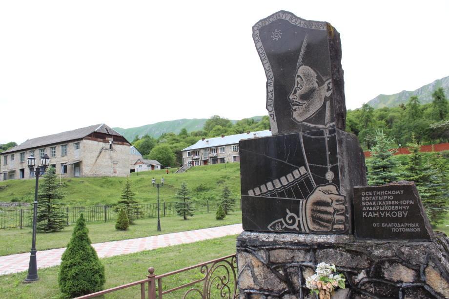 «Казбек-гора»: как осетинский борец ростом 228 сантиметров поражал современников