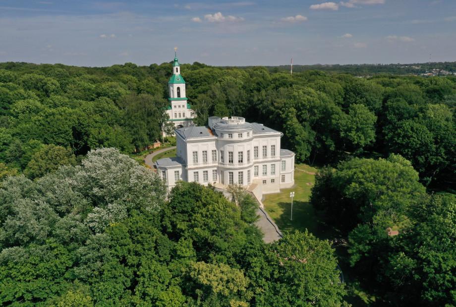 Неоготические замки, «пряничный домик» и башня Шухова: красивейшие усадьбы, о которых вы могли не знать
