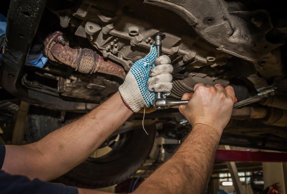 «Машина будет приносить вам радость, а не кормить автосервисы»: как сэкономить на обслуживании автомобиля?