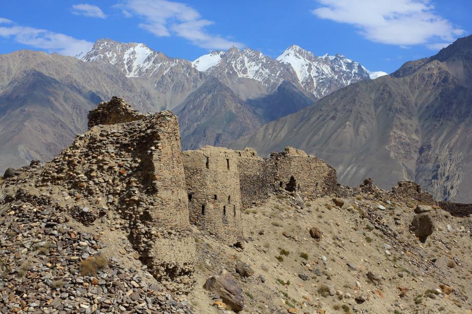 Must see в Таджикистане: космические ландшафты, местный «Памуккале» и древние крепости
