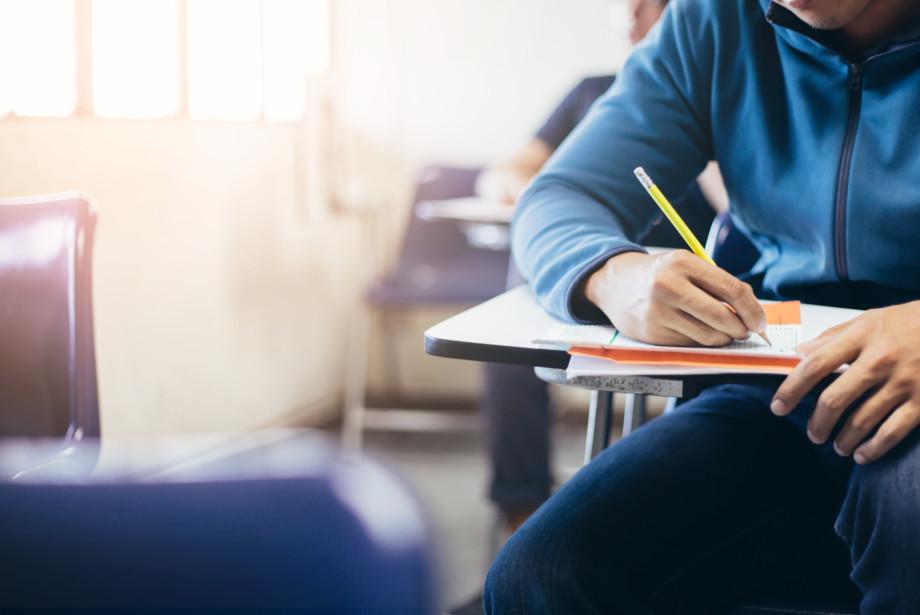 «Эйфория пропадает уже к середине сентября»: что делать первокурсникам, если учеба не задалась?
