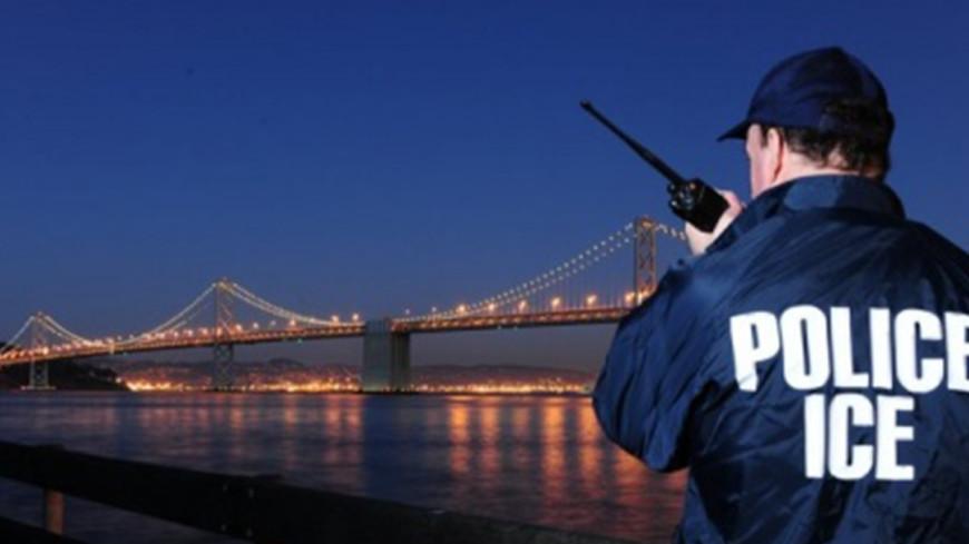 Полицейские Нью-Йорка повернулись спиной к мэру на похоронах коллеги