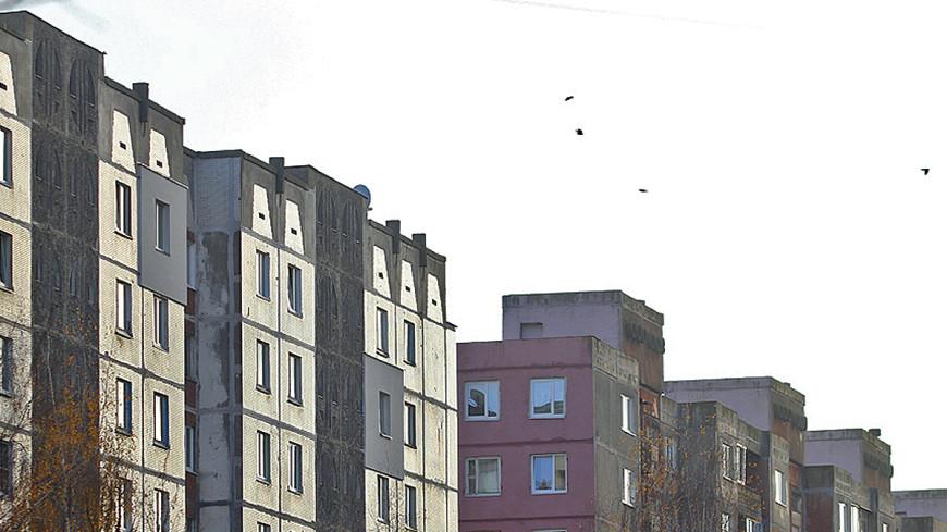 В Барнауле фонтан горячей воды выбил стекла в девятиэтажке