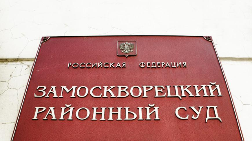 Небольшая группа поддержки Навальных собралась у суда