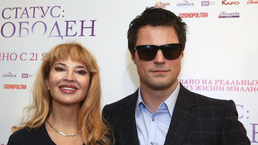 На премьеру «Статус: свободен» Козловский пришел с мамой