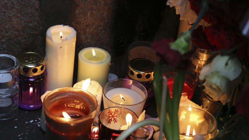 Это невыносимо: Москвичи скорбят по жертвам теракта во Франции