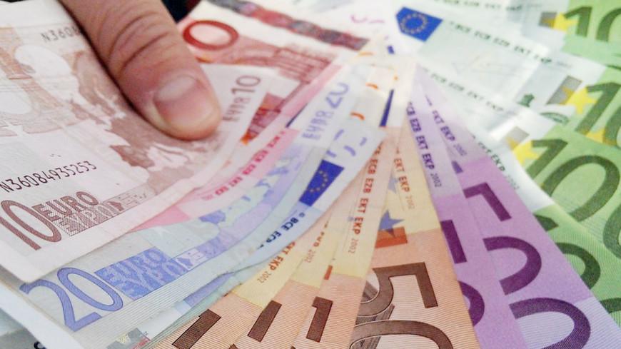 Евро упал ниже 11-летней психологической отметки