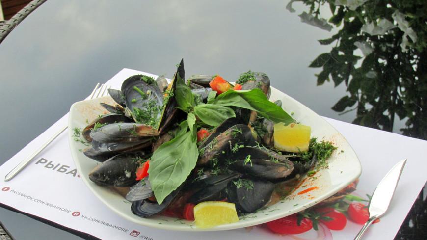 Черноморские рапаны в сливочном соусе и мидии в белом вине