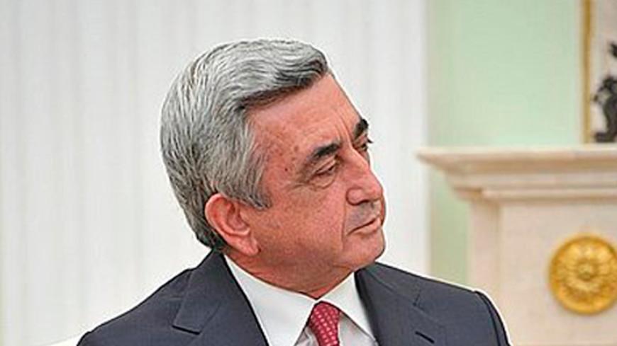 Президент Армении вручил награды лучшим ученикам