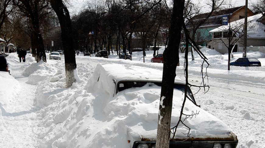 Полтава утонула в снегу: сугробы чистят горожане