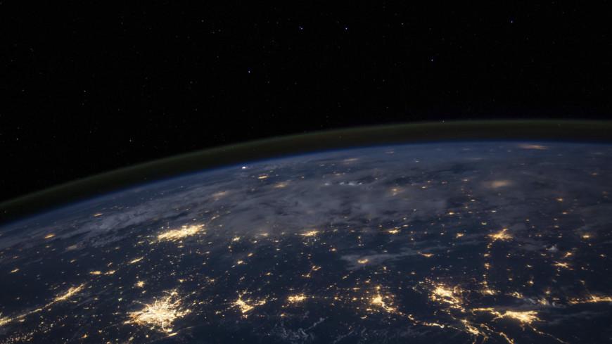 Землю окружили десятки неизведанных небесных тел