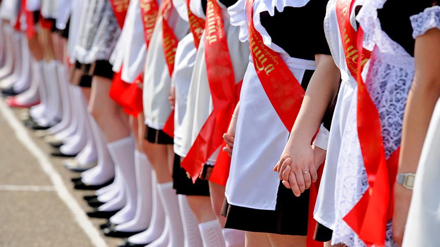 Скромный праздник: в школах Кыргызстана прошли выпускные