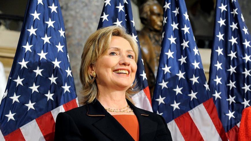 Статуя полуобнаженной Клинтон спровоцировала драку в центре Нью-Йорка