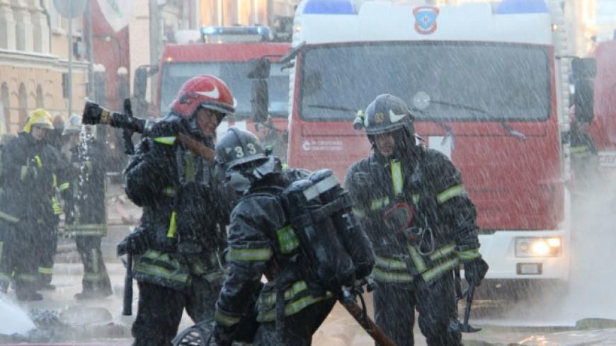В Екатеринбурге справились с огнем в мебельном цехе
