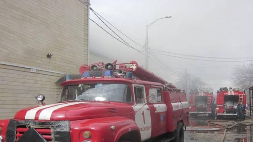 В Калуге горит склад на площади 1,5 тысячи кв. метров