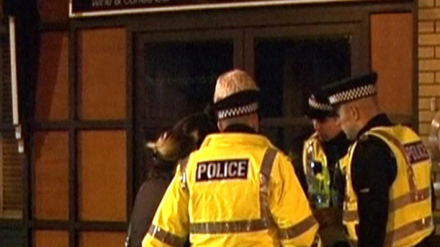 На месте крушения вертолета в Глазго работают спасатели