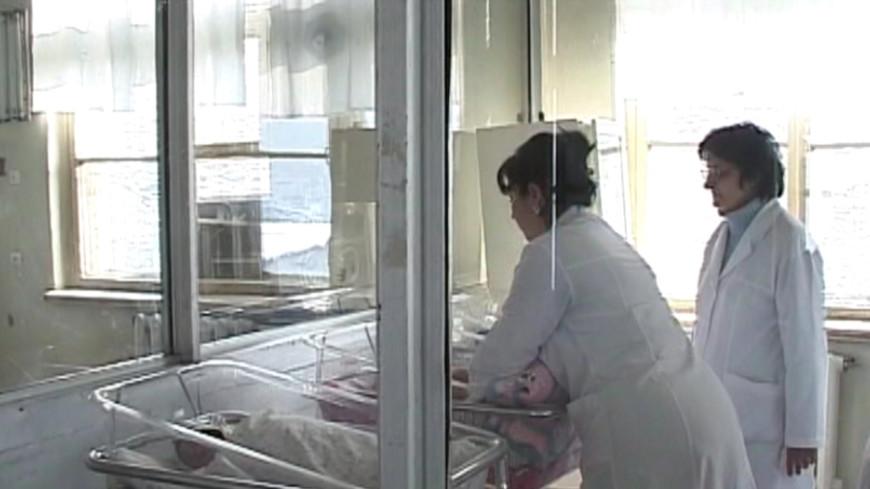 Москвичи нашли у дверей своей квартиры брошенного младенца