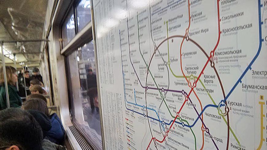 Половина пассажиров столичного метро сидит в Сети c iPhone и iPad