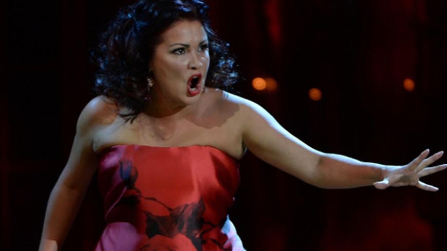 Оперная дива Нетребко вышла замуж в тиаре за 2 млн евро