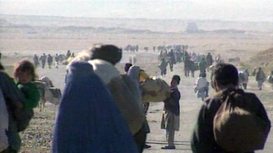 Сирийцы бегут от американских авиаударов в Турцию